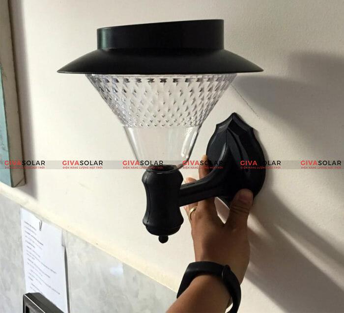 đèn treo tường năng lượng mặt trời 1