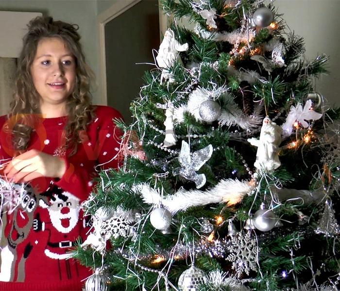 Hướng dẫn trang trí đèn cây thông Giáng Sinh 11